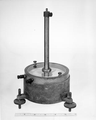 astatic galvanometer with moving magnet.
