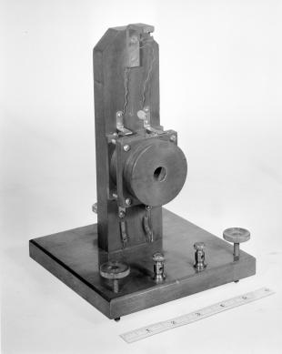 galvanometer with moving magnet