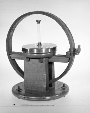 tangent galvanometer with moving magnet