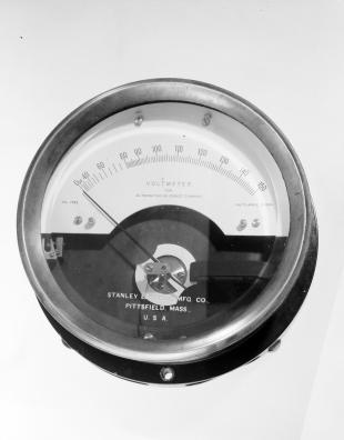 AC and DC voltmeter