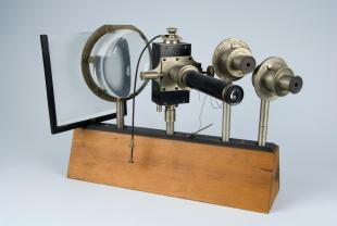 accessories for optical bench, including an electrometer