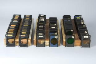 trays (3) with optical filters