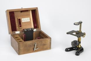 Leitz no. 46 dissecting simple microscope