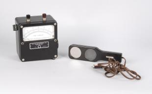 illumination meter with quartz filter