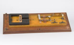 reflecting galvanometer with moving coil