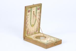 Paper-covered wooden diptych sundial
