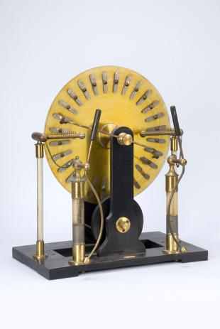 Wimshurst electrostatic machine