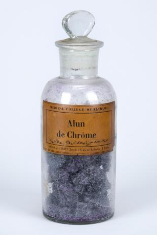 "stoppered glass bottle of ""Alun de Chrôme"""