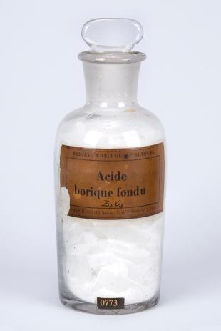 "stoppered glass bottle of ""Acide Borique Fondu"""