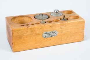 wood tray for weights with four weights