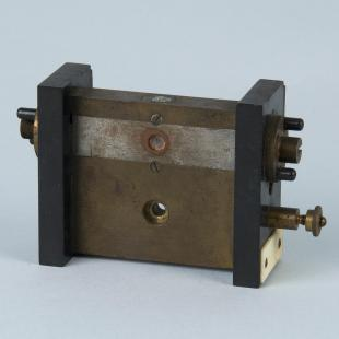 mounting for string galvanometer