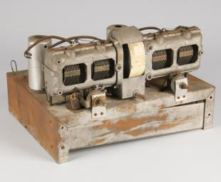 4-tube radio receiver chassis