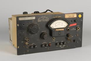 GE type 1231-B amplifier and null detector