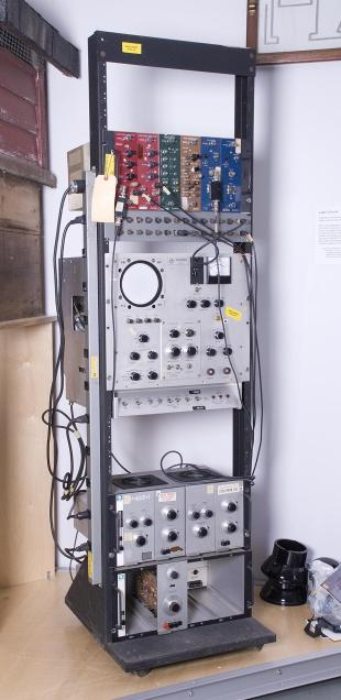 instrument rack for nuclear physics experiments