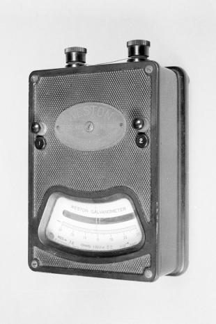 portable galvanometer with moving coil