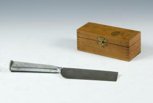 microtome knife with handle