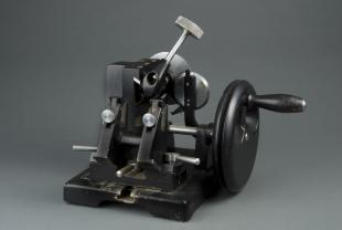 B&L simplified Minot-type automatic rotary microtome