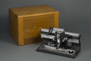 automatic laboratory microtome