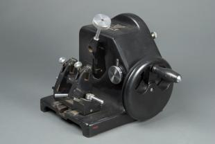 B&L Minot-type automatic rotary microtome