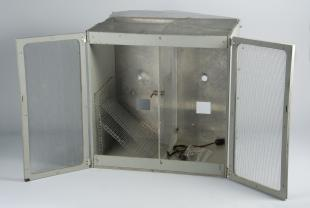 operant chamber for 2 pigeons